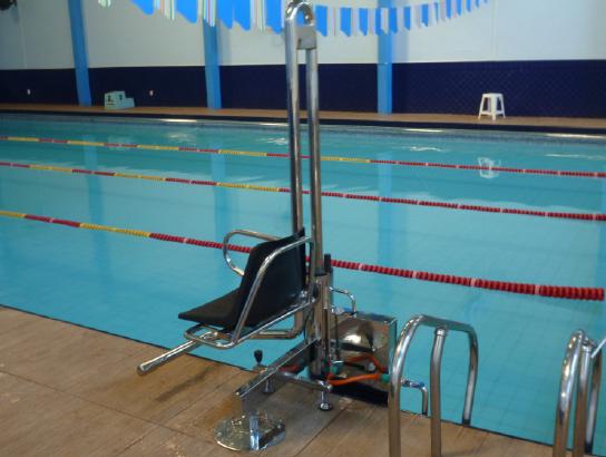 Elevador hidr ulico com plataforma reken piscinas for Plataforma para piscina